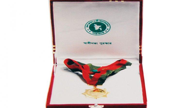 স্বাধীনতা পুরস্কার দিলেন প্রধানমন্ত্রী