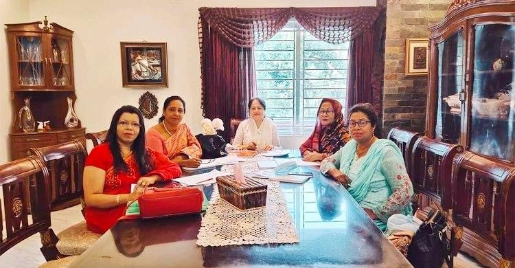 করোনাকালে তহবিল গড়ে অসহায়দের পাশে নারী আইনজীবীরা