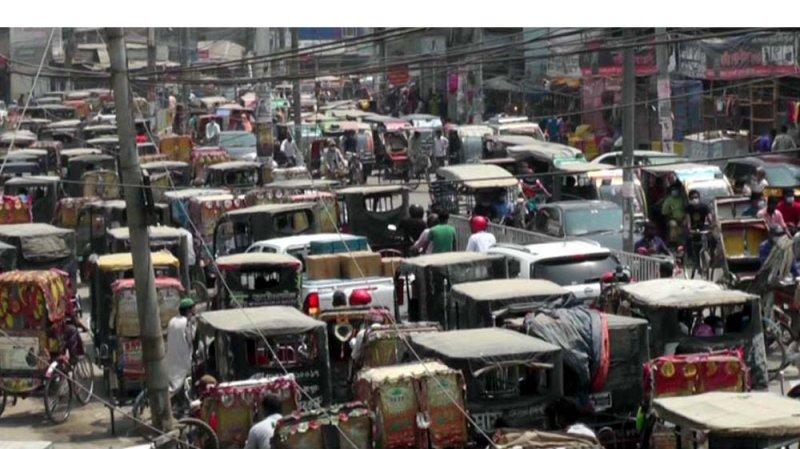 রংপুর নগরীতে যানবাহনের ভিড়