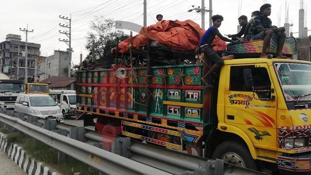 ৪ লেনের গাড়ি ঢুকছে এক লেনে, ঢাকা-টাঙ্গাইল মহাসড়কে তীব্র যানজট